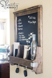 http://refreshingthehome.com/chalkboard-with-key-hooks-diy
