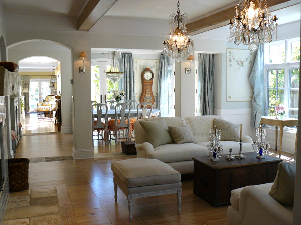 Amazing Chandeliers Give A Room A Breathtaking Look. French Country Interior Design  Is Rustic ...