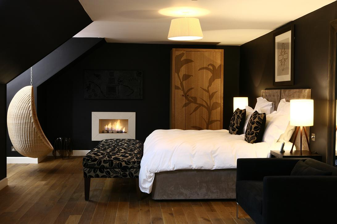 Sharp black room livinator - Dark bedroom designs ...