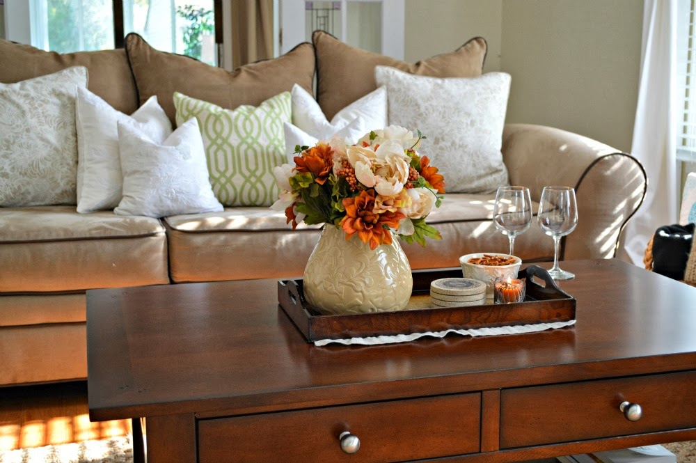 Tray decor for fall coffee table livinator Coffee table decorating ideas