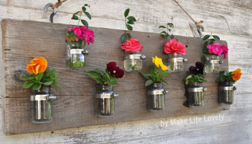 DIY Project: If you have a free wall in your porch, living room or even kitchen, this fresh look will surely amaze all your guests