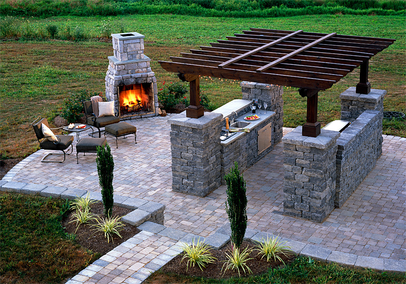 Upgrade your backyard with an outdoor kitchen for Easy outdoor kitchen designs