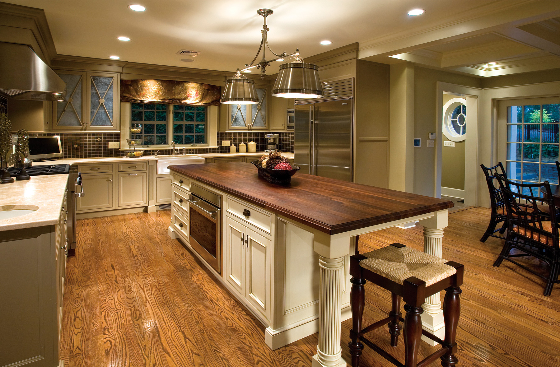 Kitchen Islands – Centerpiece of the Kitchen