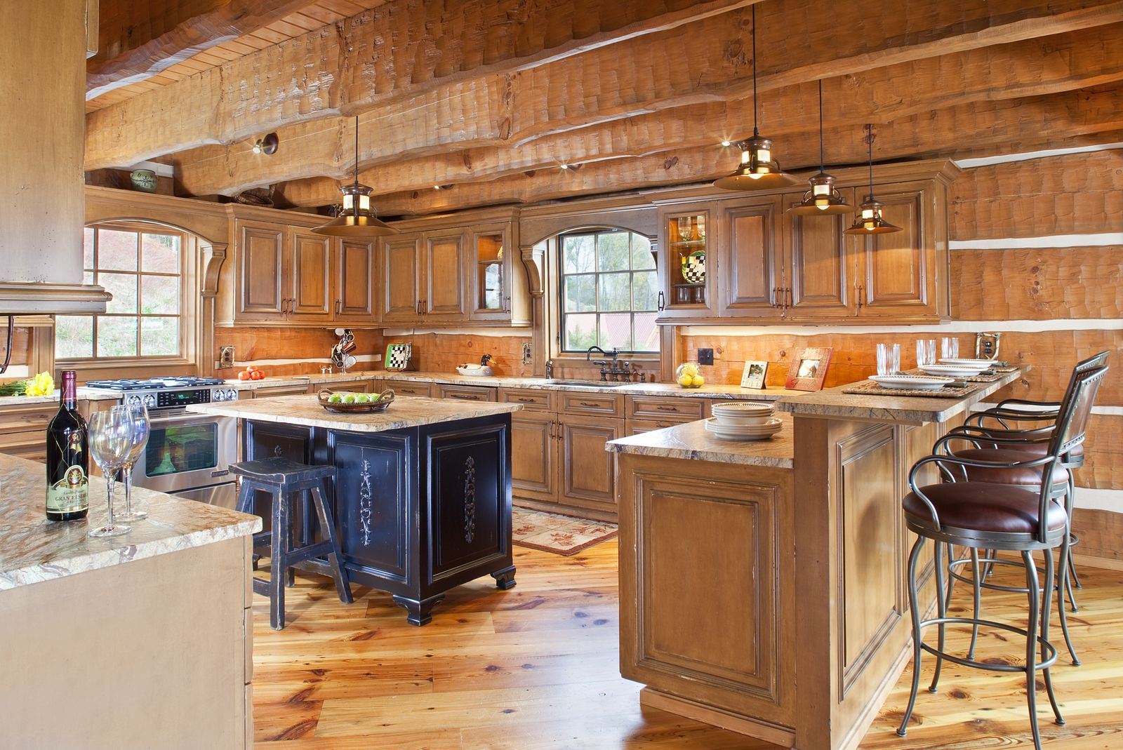 Today s log homes for advantageous and luxurious living for Log home interior designs