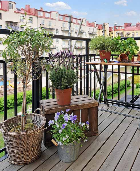 Decorating your apartment balcony for How to decorate terrace with plants