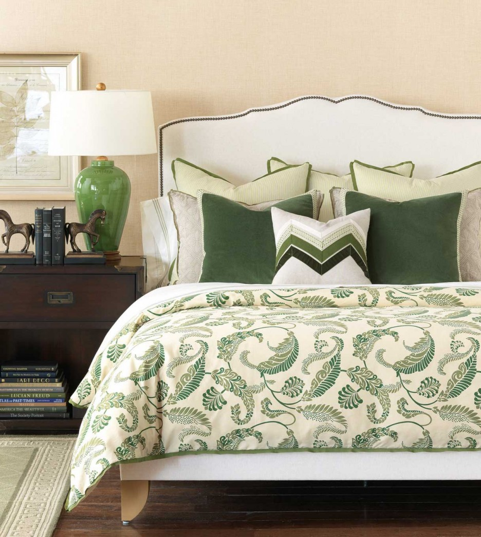 Luxurious Pillows For The Bedroom (decor4all) A Punch Of Color And  Coordinating Patterns For This Bedroom