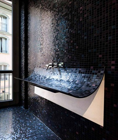 A unique sink for this modern bathroom
