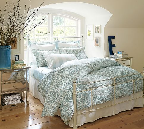 Pretty paisley bedding