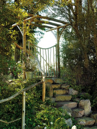 A gateway to different heights in the garden