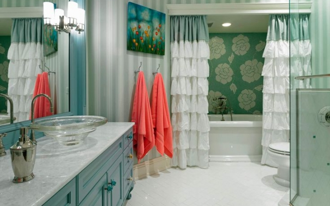 Just a small dose of coral in an all-aqua room adds a bright contrast