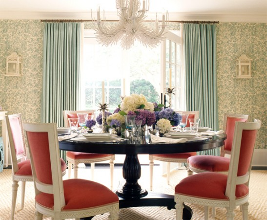 A stylish aqua and coral dining room