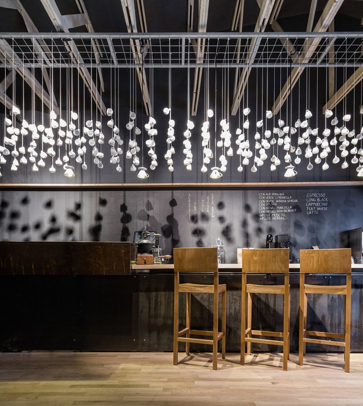 Unique lighting installation made of coffee cups (retaildesignblog.net)