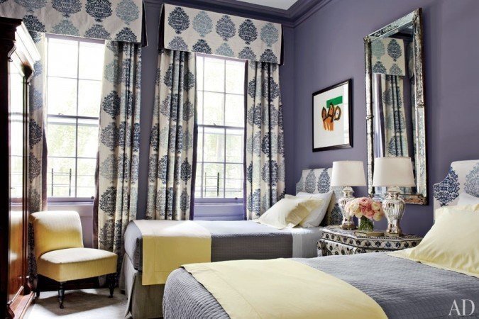 A lovely guest bedroom with versatile twin beds