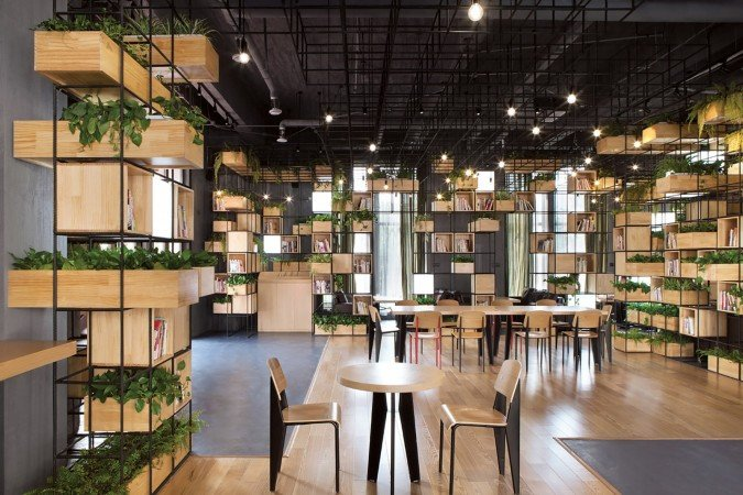 Fresh herbs and air-purifying plants enhance the coffee drinking experience (www.archdaily.com)