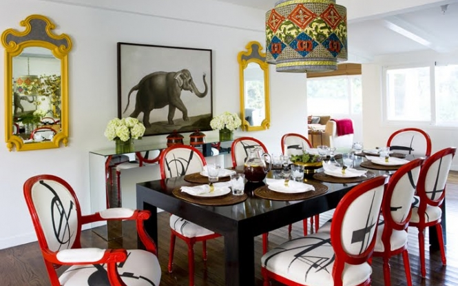 Eclectic design with unexpected red chairs
