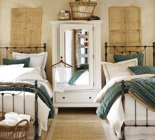 A large piece of furniture between beds can provide more separation