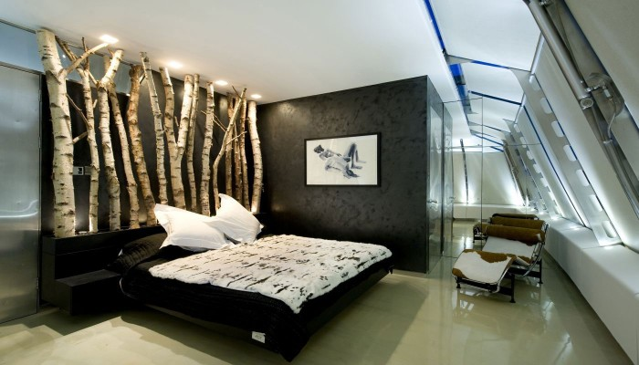 Branches make a statement in this bedroom