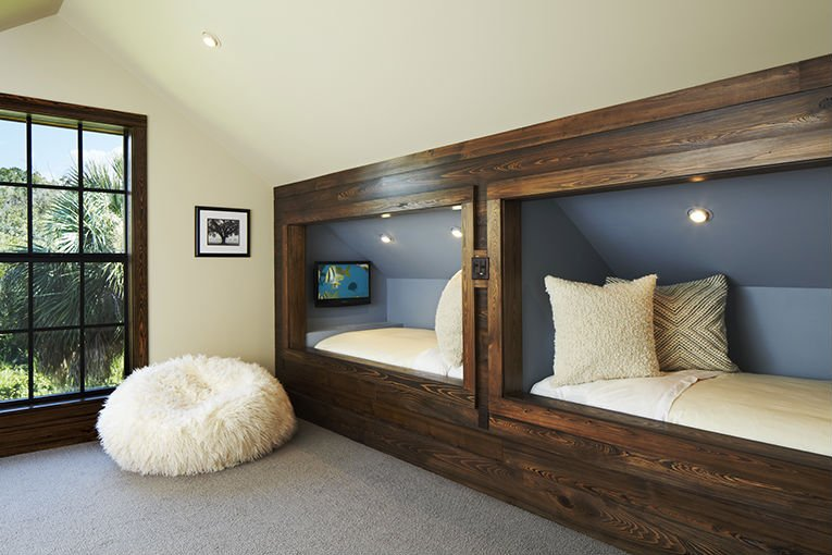 Beautiful bedroom design accentuates the configuration of the room (www.ginaallendesign.com)
