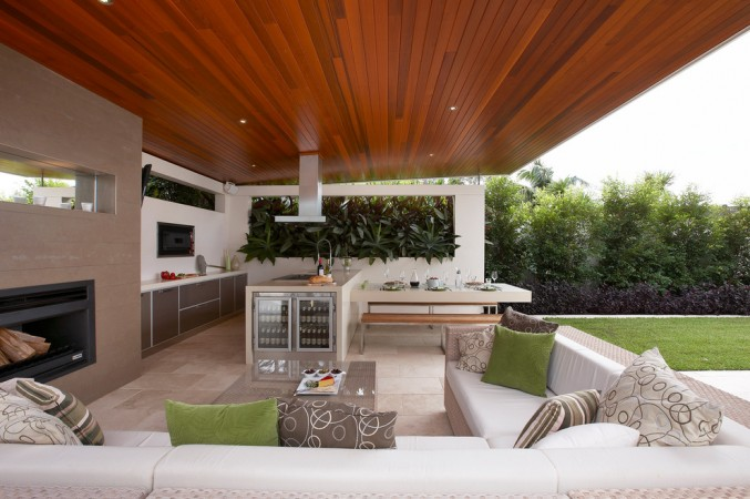 Cozy seating is plenty in this modern outdoor area