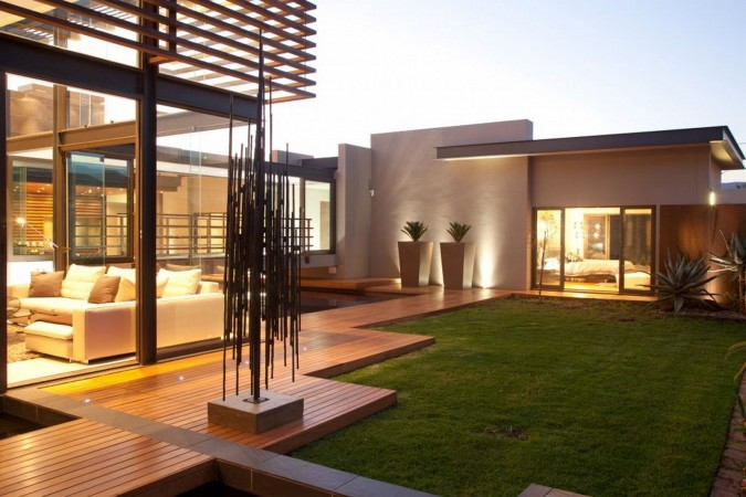 Sculpture adds interest to the modern outdoor living space