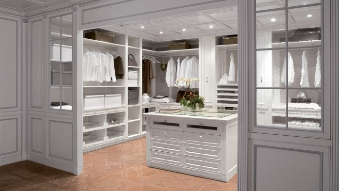 Center cabinet in walk-in closet