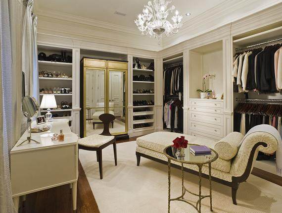 An area for relaxing, sharing outfits with friends or assembling outfits is ideal in the luxury walk-in closet