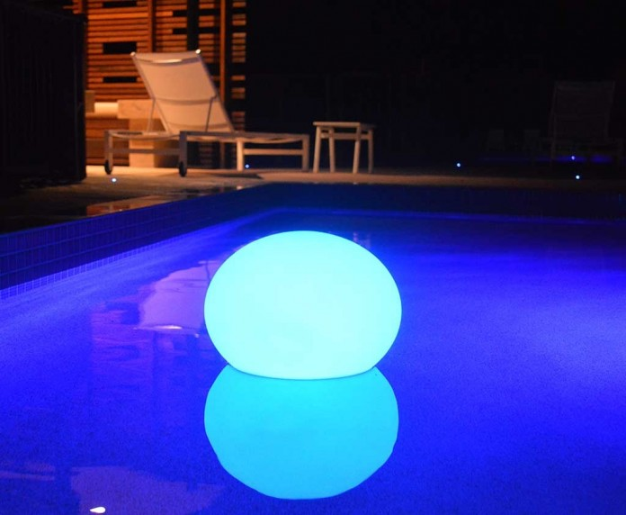 amazing floating pool light