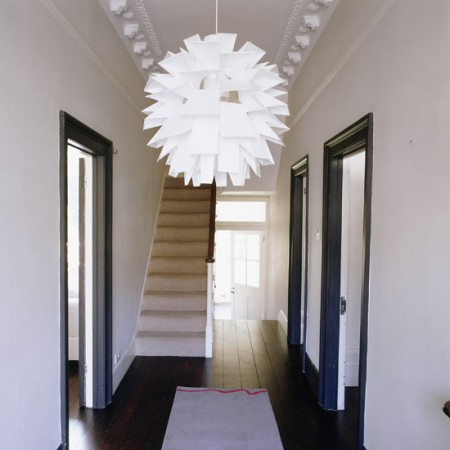 Original ideas for decorating hallways with chandeliers