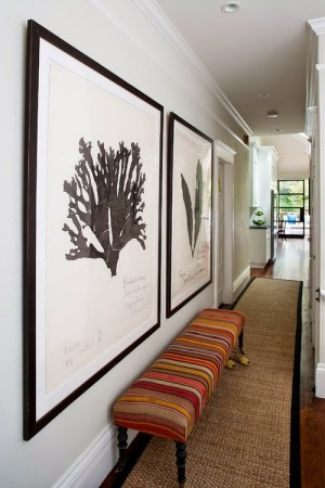 add charme to an hallway with artwork