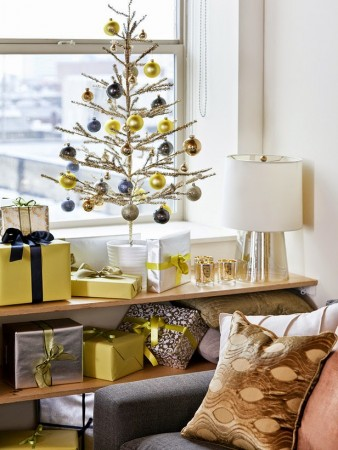 Modern, simple Christmas décor alternative