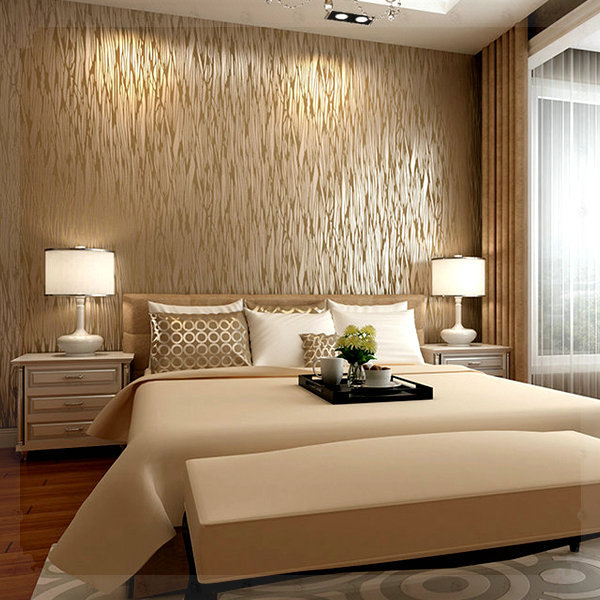 Metallic wallpaper for dimension and shimmer - Dormitorios pintados a rayas ...