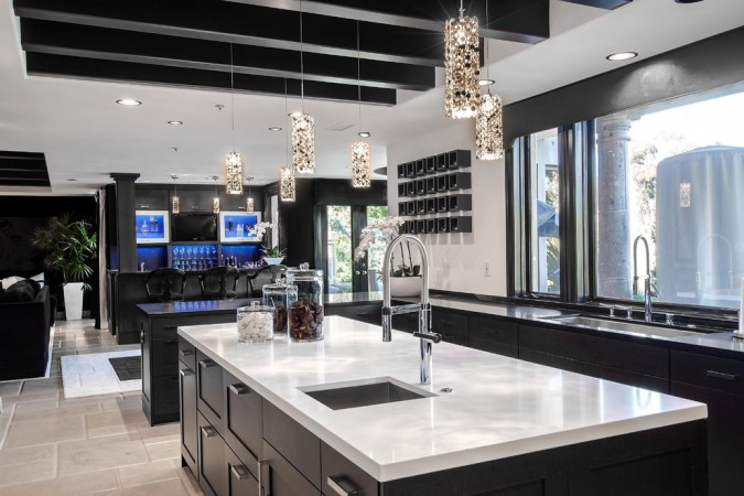 Elegant black kitchen
