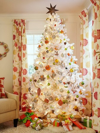Alternative color combination Christmas tree décor
