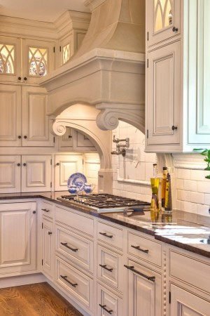 Traditional range hood cover with corbels