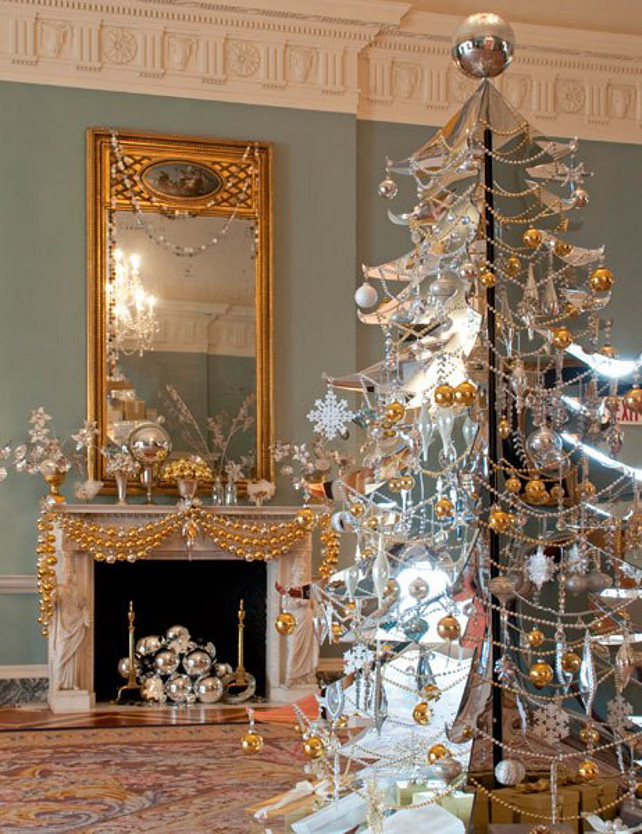 34 alternative christmas colors and decorating ideas for Modern gold christmas tree