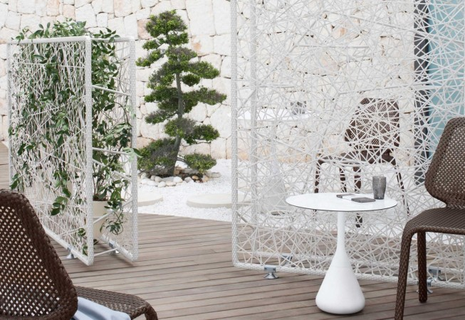 Open fretwork room dividers can hold vertical gardens
