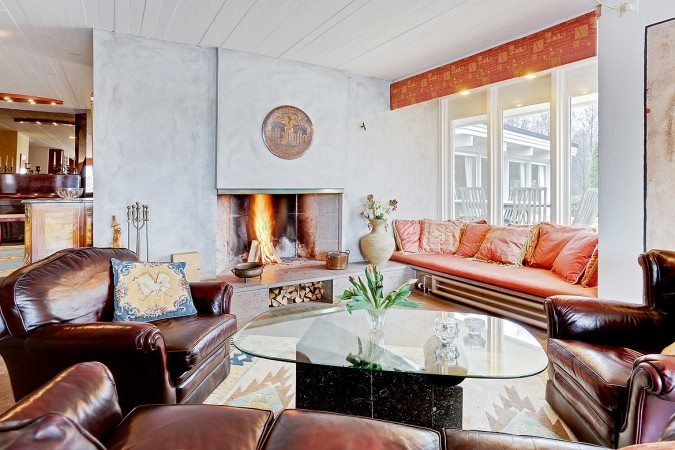 Warm colors for a winter's living room