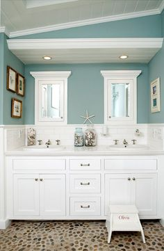 Loosely ocean themed bathroom (nicoandmicelle).