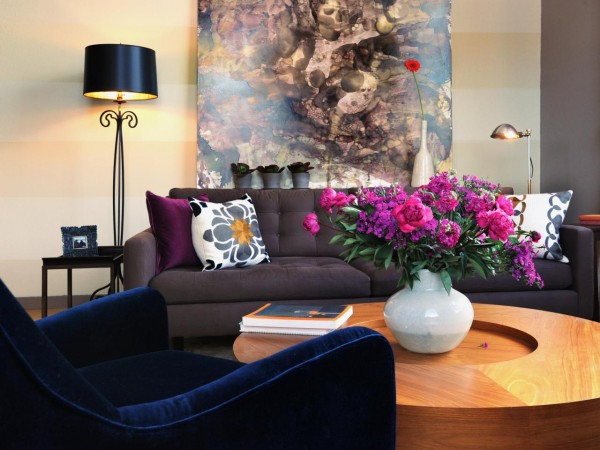 Flowers can uplift the living room décor