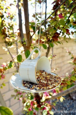 Chic teacup birdfeeder.