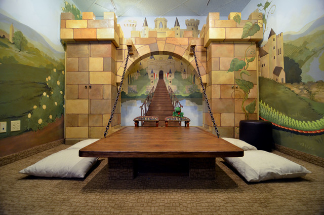 Castle playroom, complete with wall mural and door (youdreamit-webuildit)