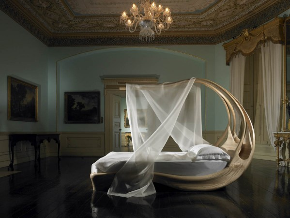 A lavish bed for a magical bedroom design