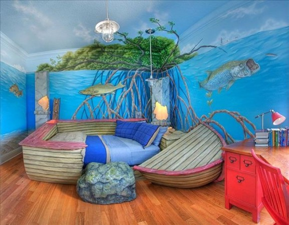 A shipwreck bed in an underwater themed bedroom (awesomeinventions).