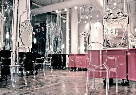 Ghost chairs and mirrors in a salon (interiorclassics)