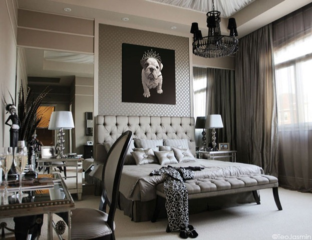The mirrors behind the night stands make this room look infinitely bigger (payaljaggi)