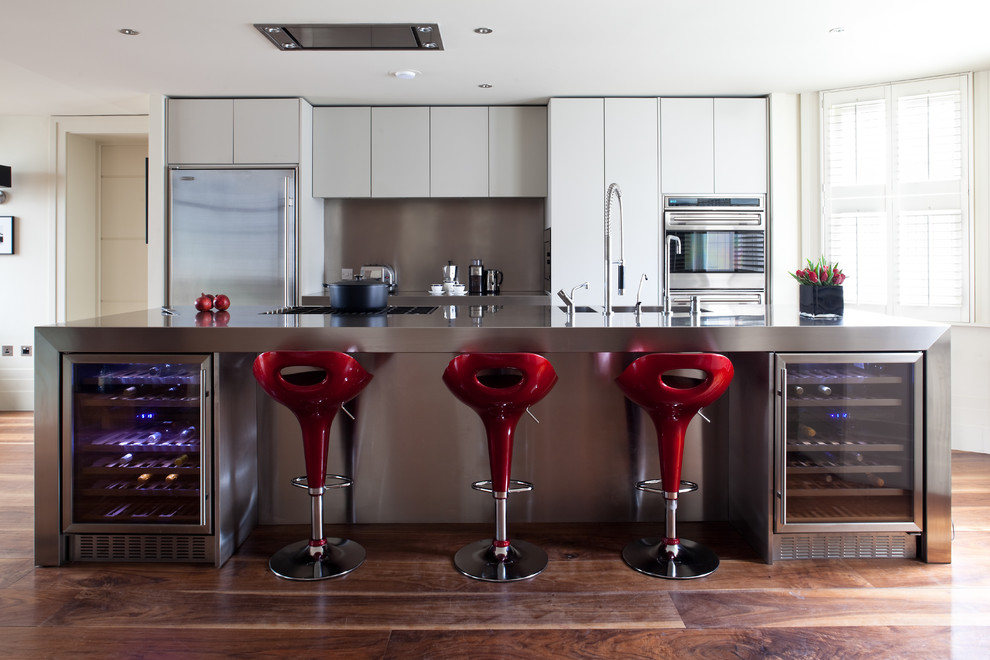 Comfortable and stylish bar stools. Red bar stools bring this kitchen ... & decorcology - Livinator islam-shia.org