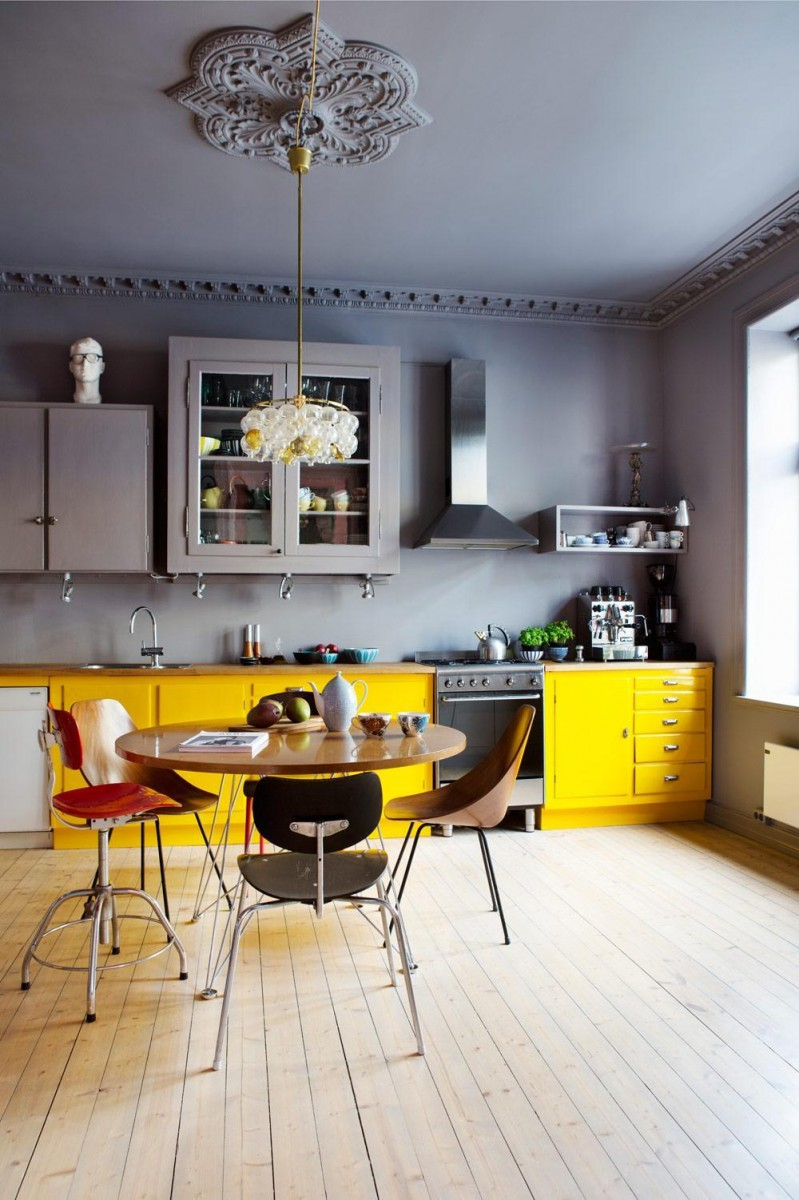 Modern kitchens with color and character for Modern yellow kitchen cabinets