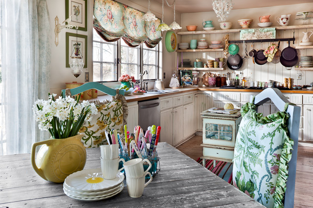 Charming farmhouse style kitchen