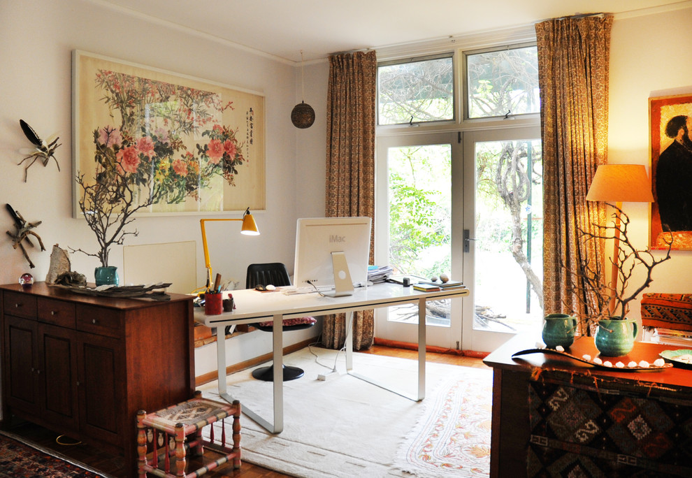 How to create a colorful and eclectic home office - Home office living room ideas ...