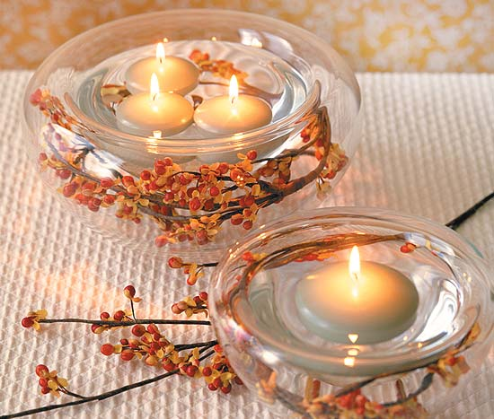 Simple tealights and berries charm your guests. http://www.eugeneweddingplanning.com